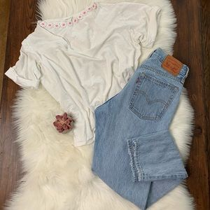 White tee with flower choker